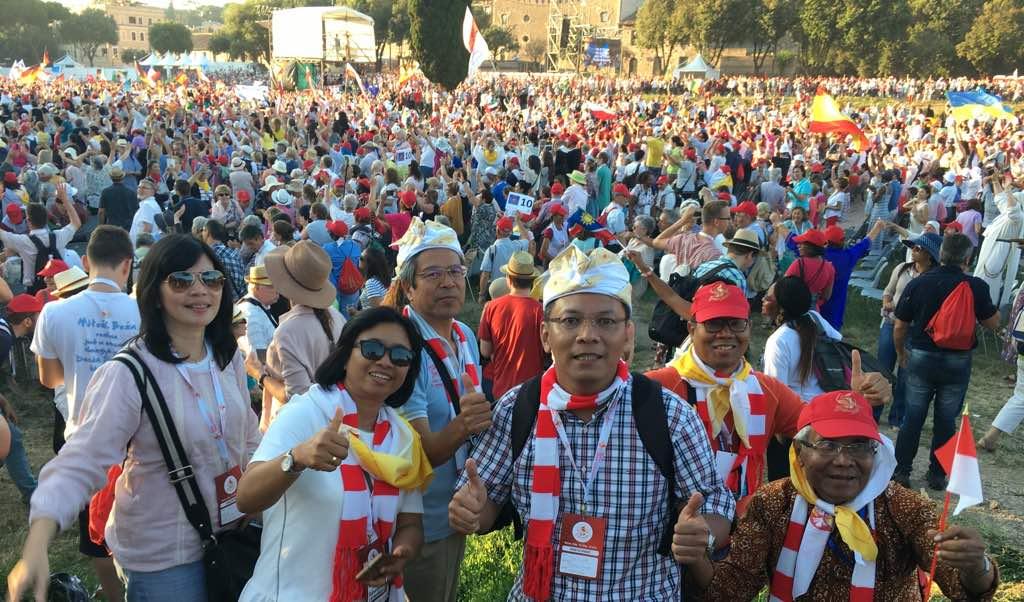Video Keseruan Kontingen Indonesia mengikuti perayaan Golden Jubilee di Roma